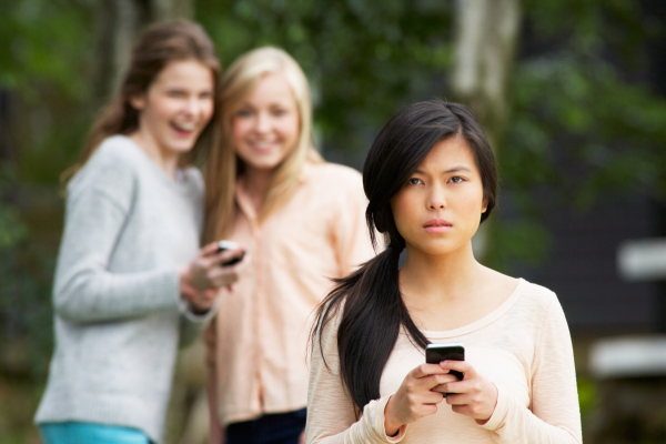 5 Signs to Look For: Text Message Bullying
