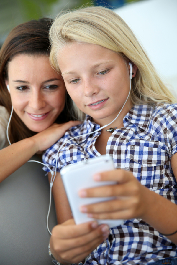 bigstock-Teenager-and-woman-listening-t-45002227